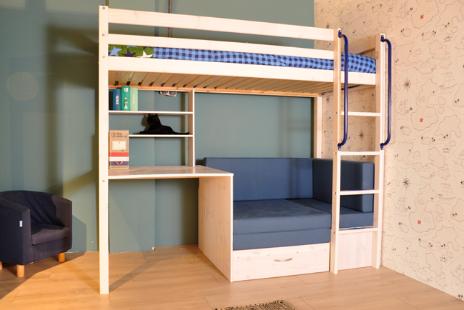 Hoogslaper met zitbank inclusief blauwkleurige kussenset en bureau