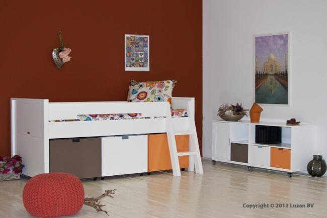 Bopita Compactbed Timo met lekker veel bergruimte onder het bed. Dit witte kinderbed combineert prachtig met de Mix & Match meubelen van Bopita.