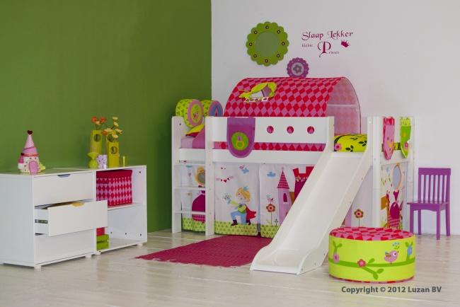 Halfhoogslaper Prinses met glijbaan van Flexa White is het perfecte glijbaanbed voor kleine prinsesjes.
