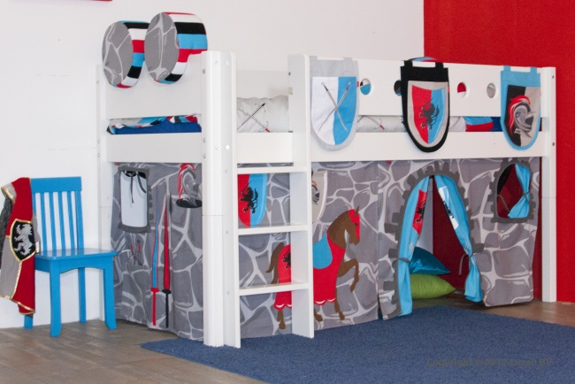 Deze stoere halfhoogslaper met Ridder speelgordijn is het perfecte jongensbed. Met de tentdoek tovert u het bed om tot een echt speel-kasteel.