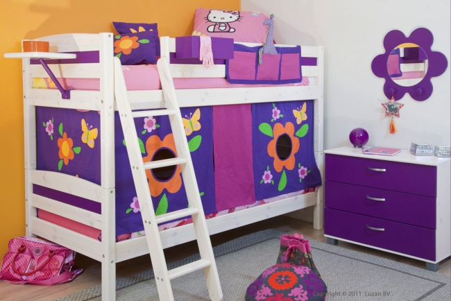 Thuka stapelbed met tent Flower en paarse bedpanelen is een echt meisjes-stapelbed. Het bed blinkt uit in flexibiliteit en mogelijkheden.